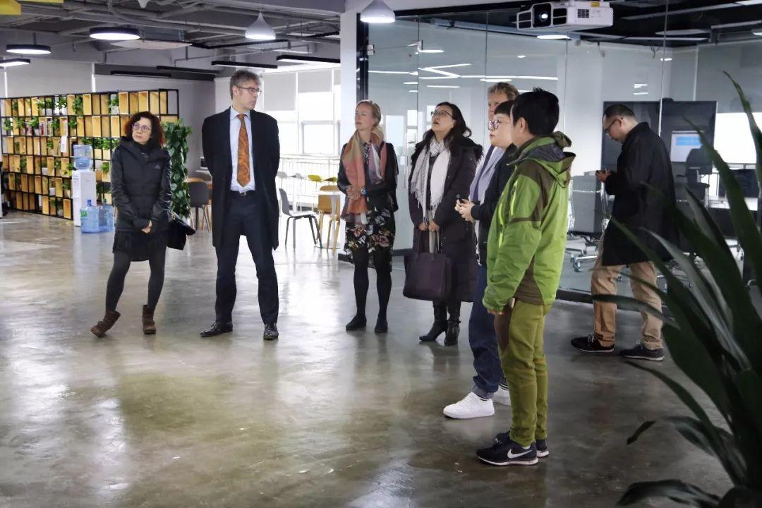 荷兰领事馆领导参访团莅临誉存科技,共话大数据技术发展