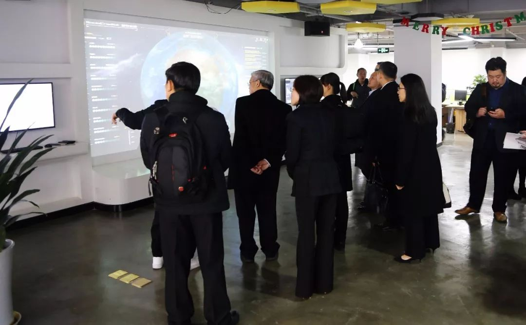 新加坡资讯通信媒体发展局参访团一行莅临誉存科技参观考察