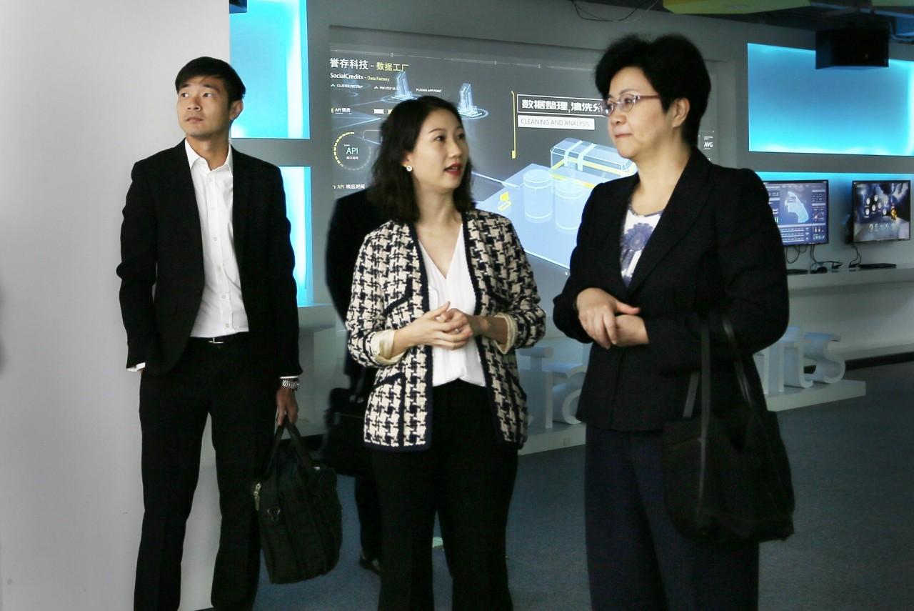 3-新加坡政府高层莅临誉存科技交流.jpg