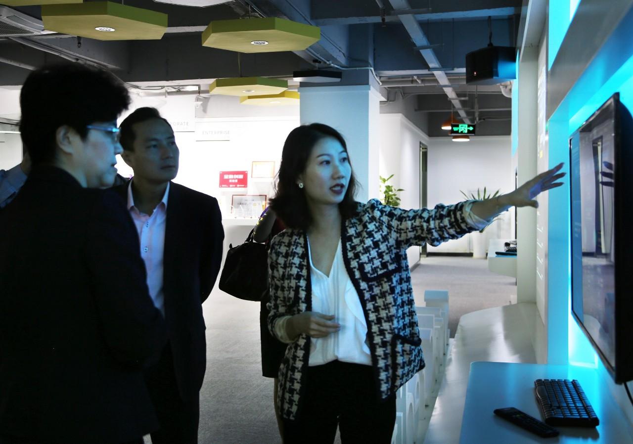 4-新加坡政府高层莅临誉存科技交流.jpg